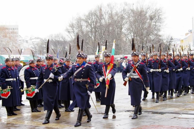 Гвардейци посрещнаха Цецка Цачева в Плевен
