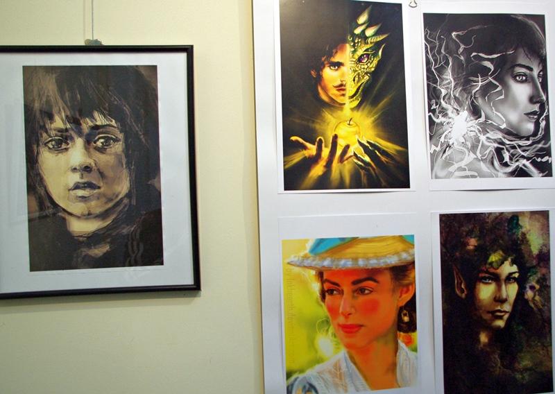 Талантлива млада художничка откри изложба в Плевен