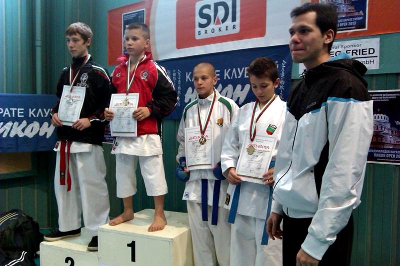 """2 вицешампионски титли и 3 бронзови медала за КБИ """"Петромакс"""""""