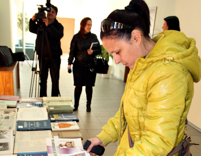 """РБ """"Христо Смирненски"""" с изложба по повод 70 години от спасяването на българските евреи"""