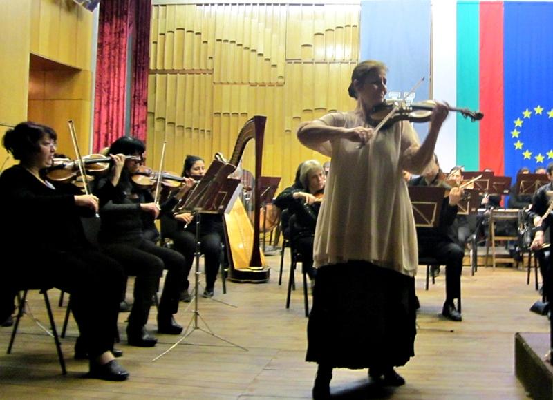 Аплаузи за Ваня Миланова и Плевенската филхармония