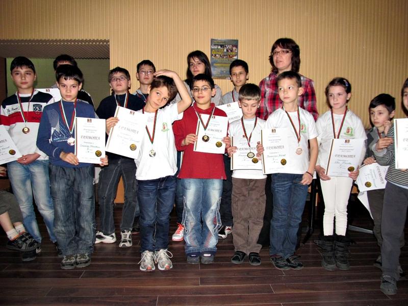 """Известни са 16-те финалисти от шахматната верига """"Млад гросмайстор"""""""