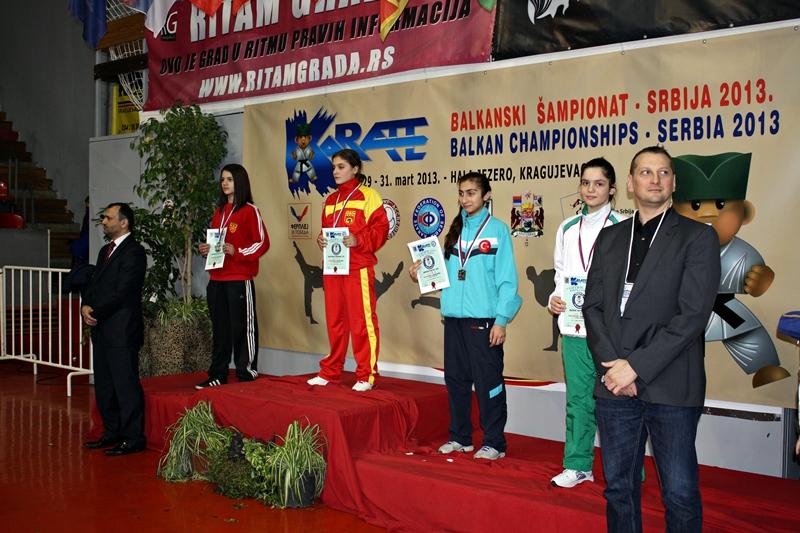 Виктория Росева от КБИ Петромакс с 2 медала от Балканското първенство по карате