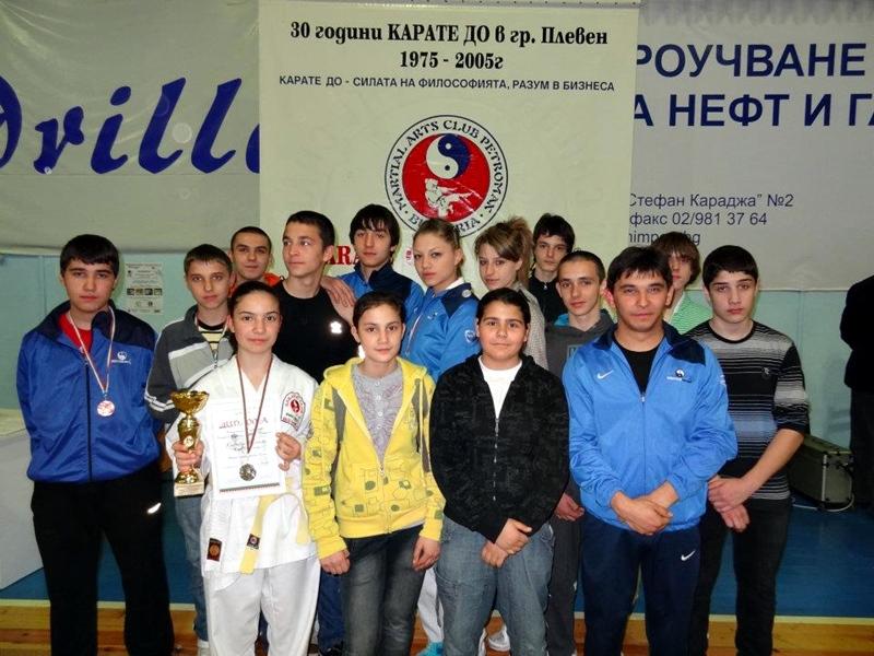 "2 златни и 2 сребърни титли за каратеките на КБИ ""Петромакс"" в Троян"