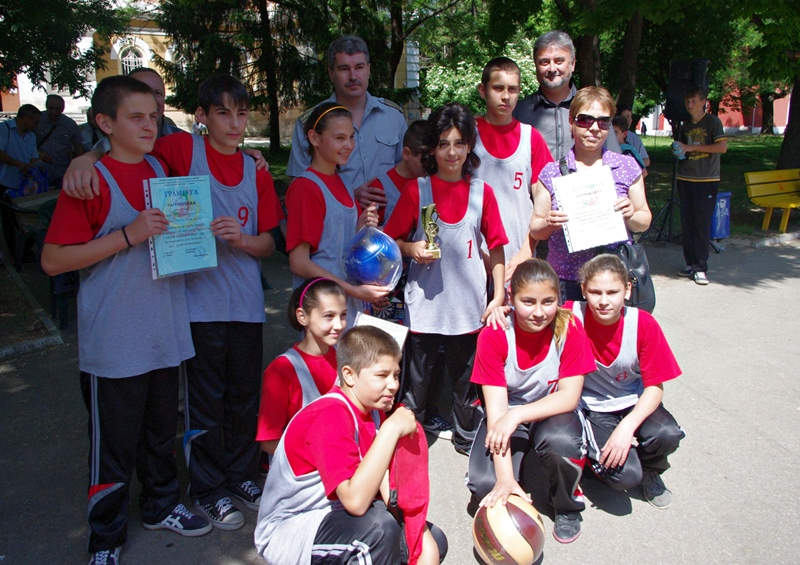 """СОУ """"Христо Ботев"""" от Долни Дъбник стана първо на състезанието """"Млад огнеборец"""""""