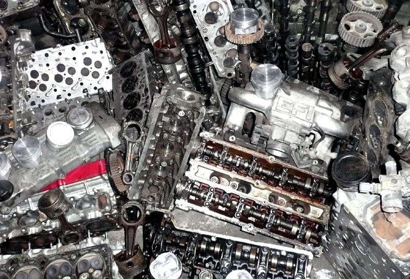 Младежка банда от Чомаковци краде двигатели от училищна работилница