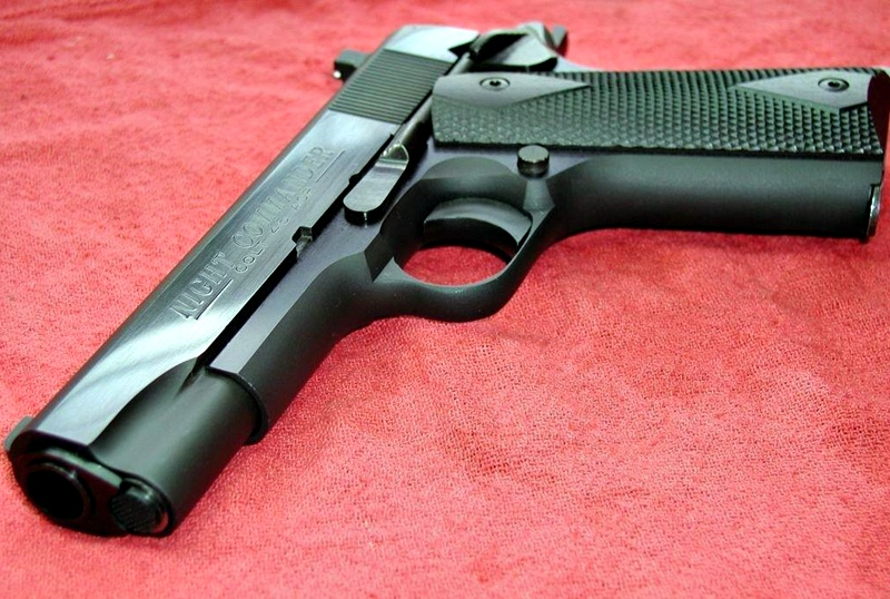 Намериха незаконен пистолет и патрони в дома на 21-годишен от Кнежа