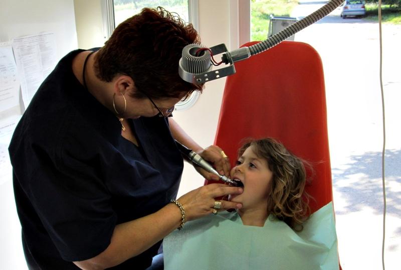 Мобилният стоматологичен кабинет посети детската градина в  Горни Дъбник