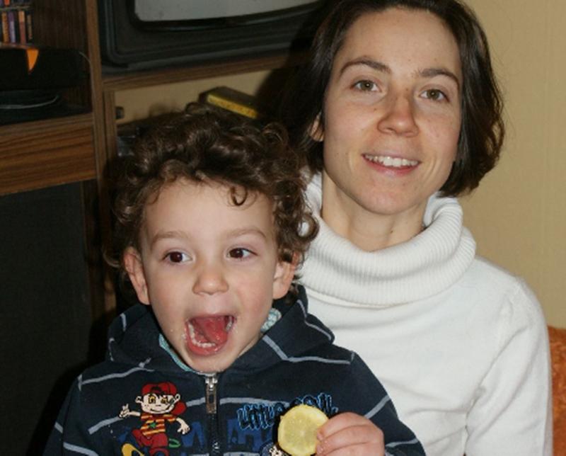 МВР-Плевен издирва 32-годишната Йоанна Атанасова и 5-годишния й син