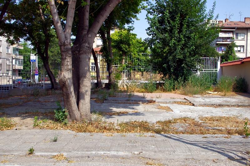 Паметник на поета Цветан Спасов поставят в двора на Прогимназията