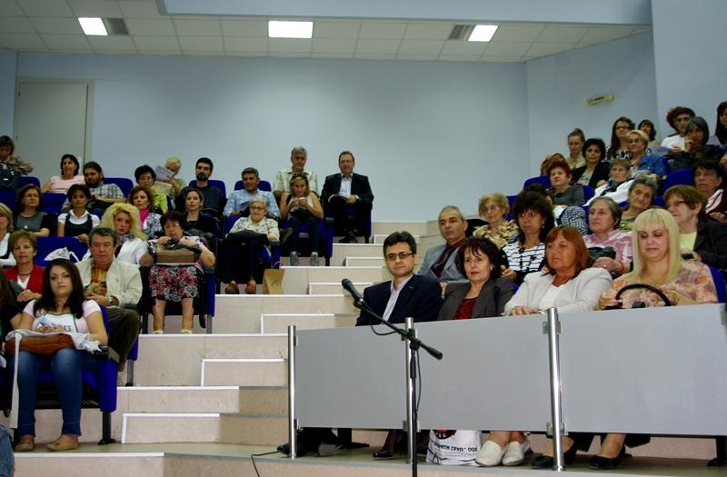 Нощта на учените събра в един отбор преподаватели, студенти и ученици