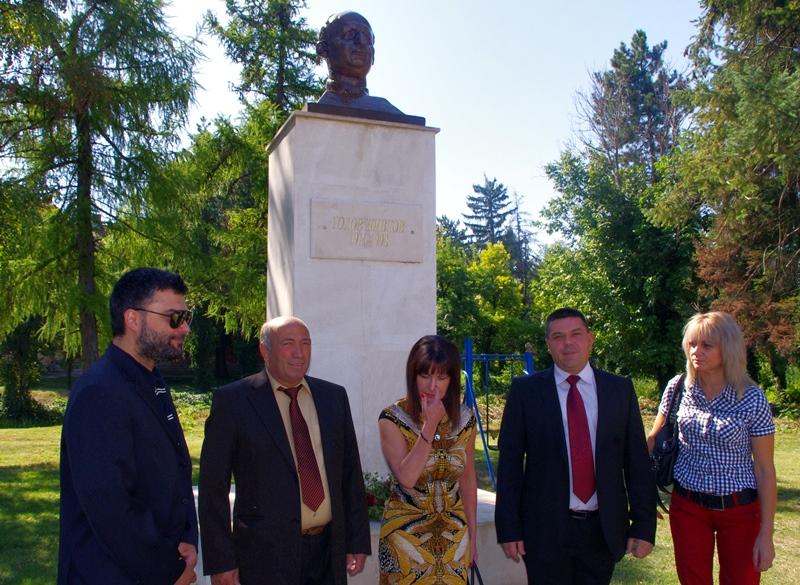 Бюст-паметник на Тодор Живков откри в Одърне кмет и общински лидер на ДПС