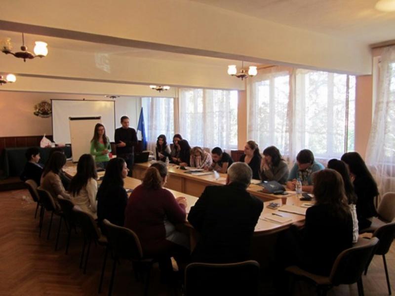 Администрацията в Долна Митрополия опреснява английския си по проект