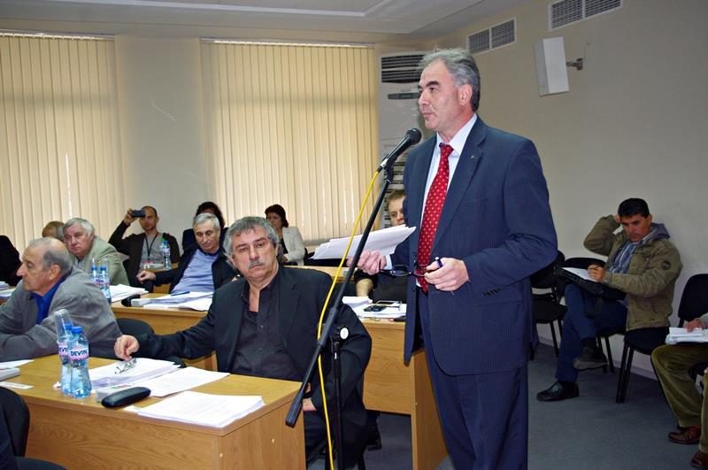 Скандал беляза началото на общинската сесия днес