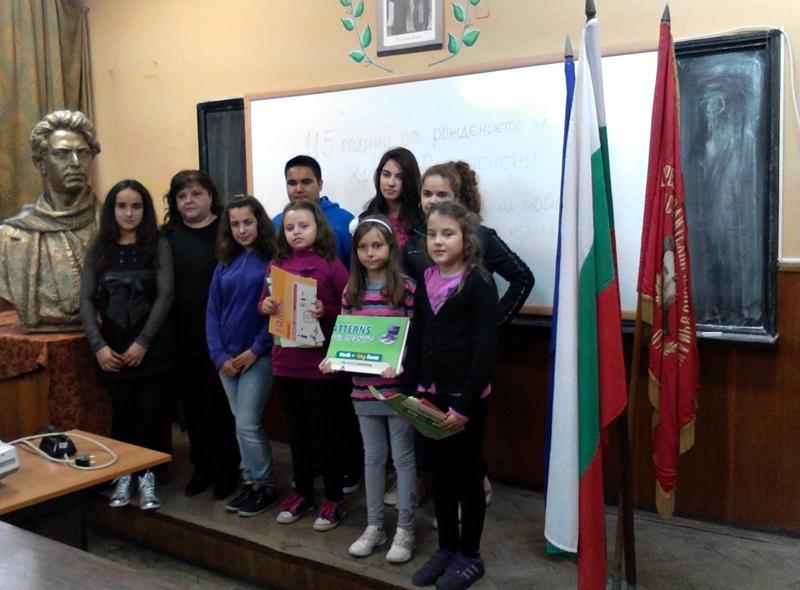 """СОУ """"Христо Смирненски"""" и Регионалната библиотека почетоха 115 години от рождението на своя патрон"""