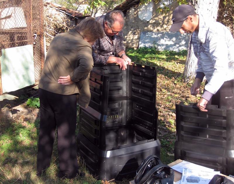 В Левски компостират експериментално биоразградими отпадъци