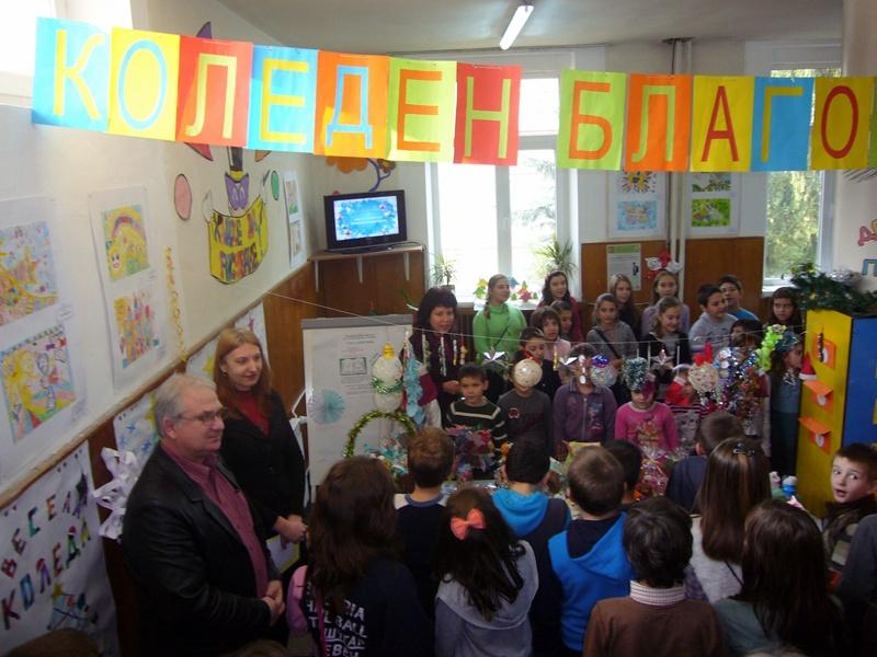 """Коледен благотворителен базар организираха в НУ """"Отец Паисий"""""""