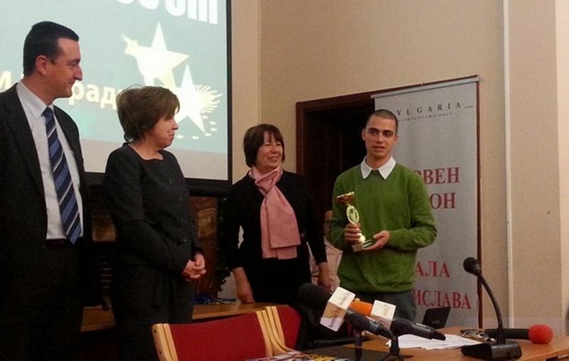 """Стопани на лозя в """"Персина"""" взеха наградата """"Млад еврофермер на годината"""""""