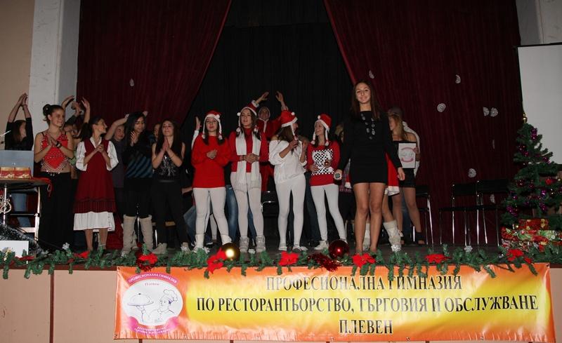 Коледна феерия сътвориха учениците от ПГРТО