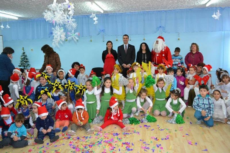 """Кметът на Белене посрещна Дядо Коледа заедно с малчуганите от ОДЗ """"Бодра смяна"""""""