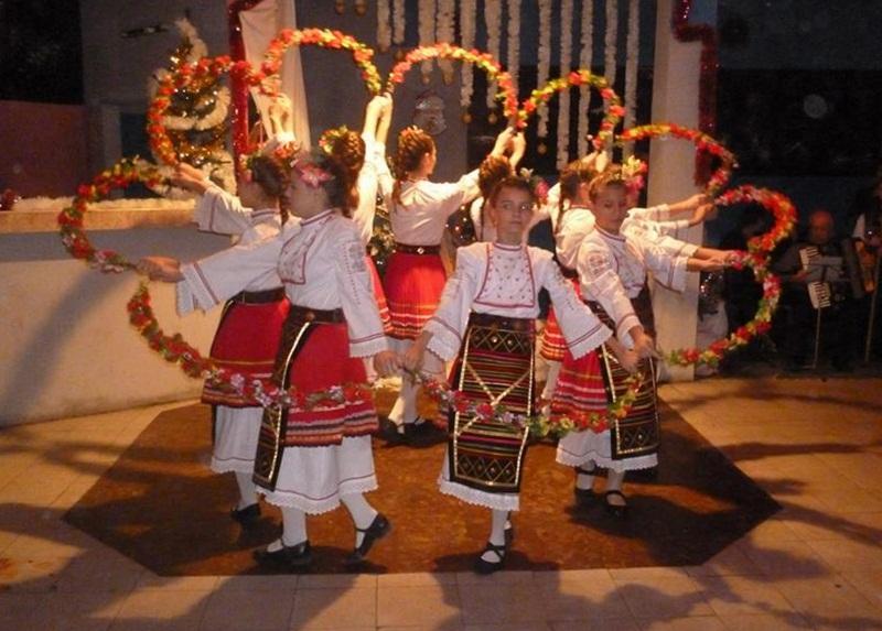 Пъстър концерт организираха в Долни Дъбник в очакване на Коледа