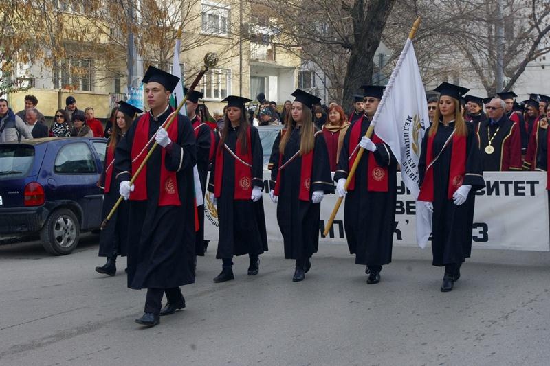 Празнично студентско шествие премина през града (видео)