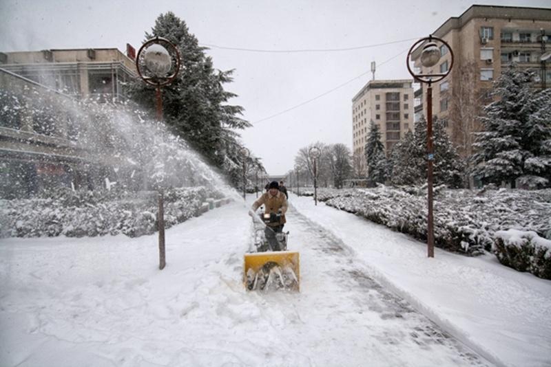 Кметът на Червен бряг зове гражданите да почистят междублоковите пространства от снега