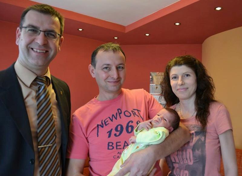 Момчил Спасов ориса първото бебе на Белене за 2014-а