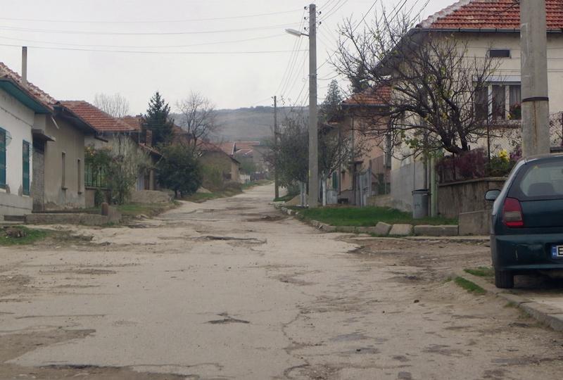 """Ремонтират """"Германския път"""" в Милковица"""