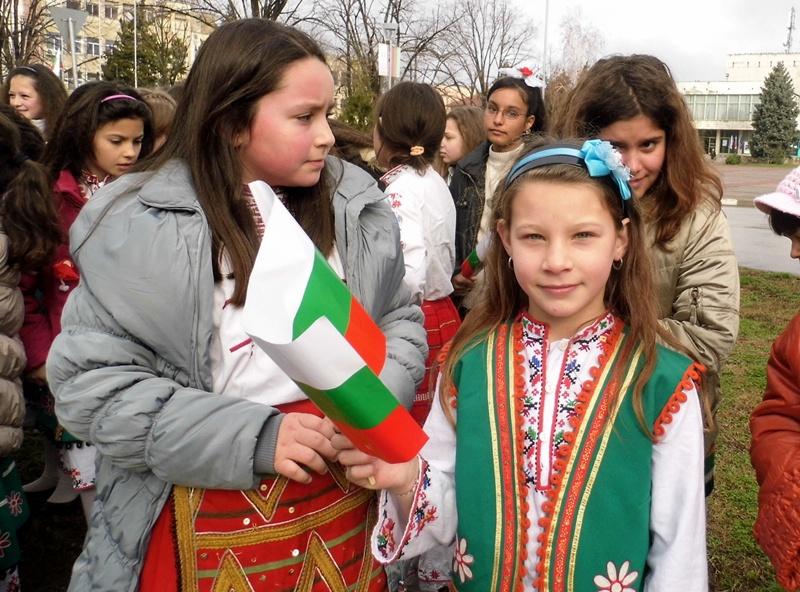 С поредица от инициативи отбелязаха в Гулянци Освобождението на България