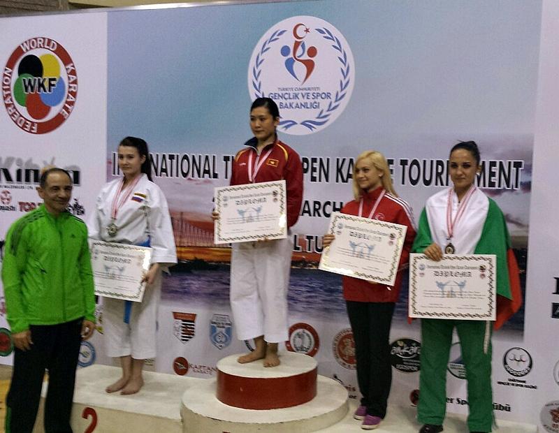 Добро представяне на плевенските каратеки на турнира в Истанбул