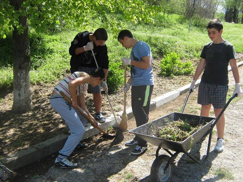 Ученици и служители на Горското в Никопол отбелязаха Седмицата на гората