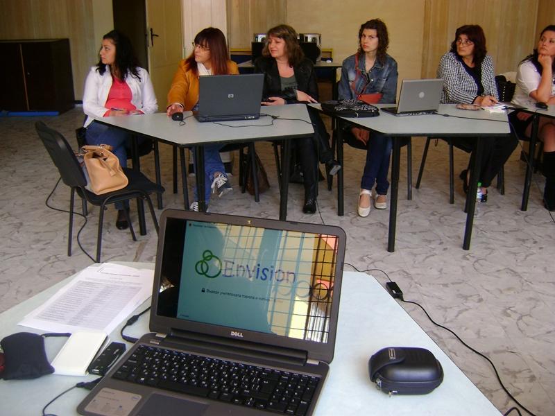 """Три училища в Плевен са лицензирани да работят с образователната система """"Енвижън"""""""
