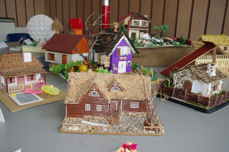Междуучилищният център в Плевен подрежда пъстра изложба по повод рождения си ден (галерия)