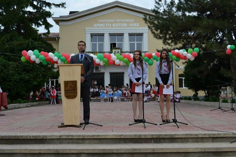 Кметът на Белене връчи отличия на културни и просветни дейци