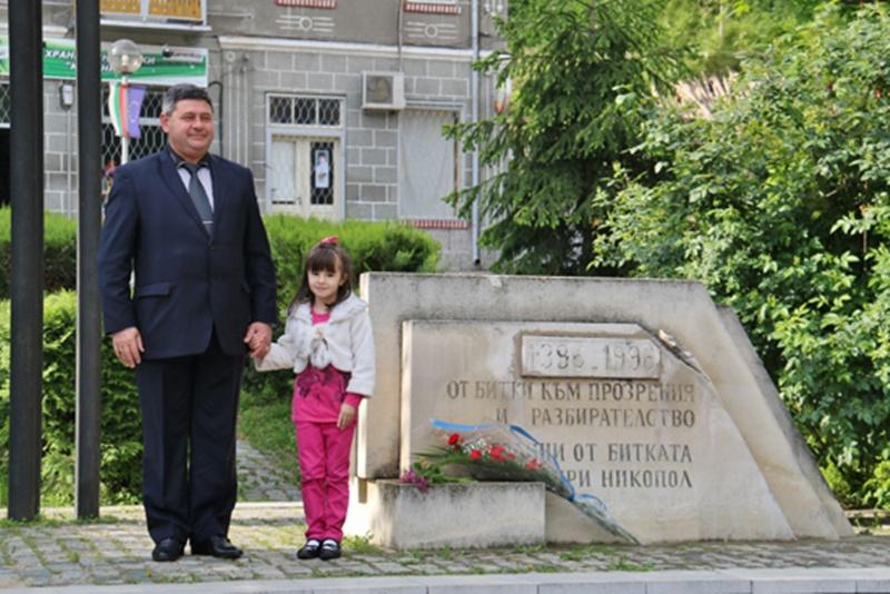 """В Никопол отбелязаха Деня на победата пред паметника """"От битки към прозрения и разбирателство"""""""