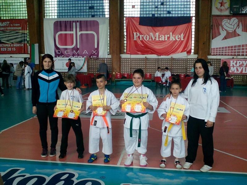 9 златни медала за най-малките каратеки на СПАРТАК