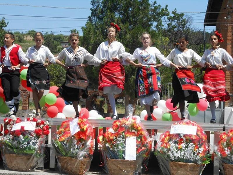 22 колектива от община Долна Митрополия пяха и танцуваха в Рибен