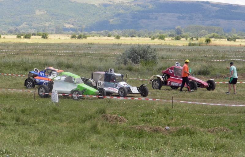 Зрелищно състезание с бъгита се проведе край Гулянци