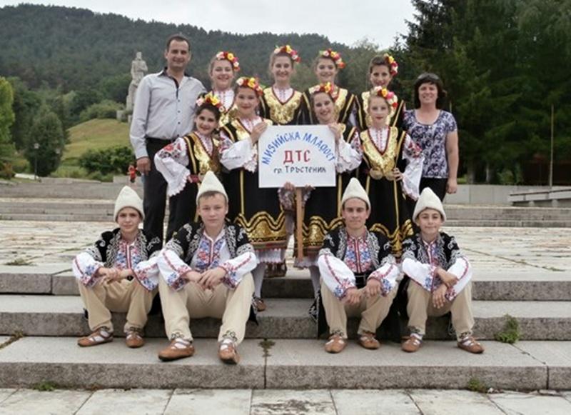 Танцьорите от Тръстеник грабнаха златото от младежки фолклорен фестивал