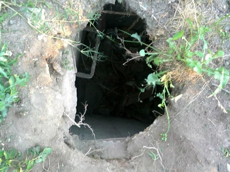 Опасна дупка зейна покрай ремонта на центъра