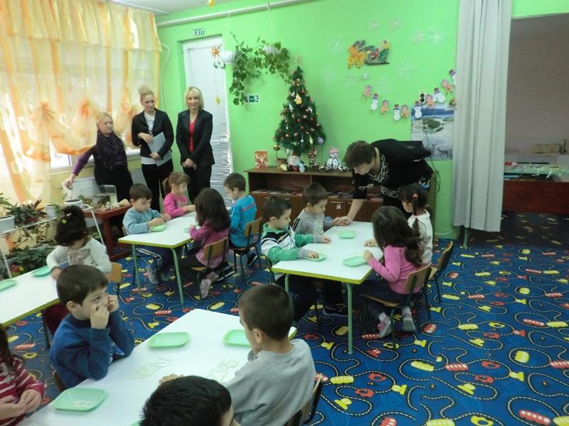 За пример: Община Гулянци с подаръци за малчуганите от всички детски градини