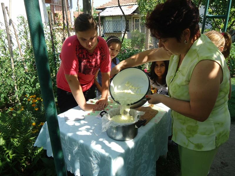 Вкусна ваканция за малчуганите от село Победа (галерия)