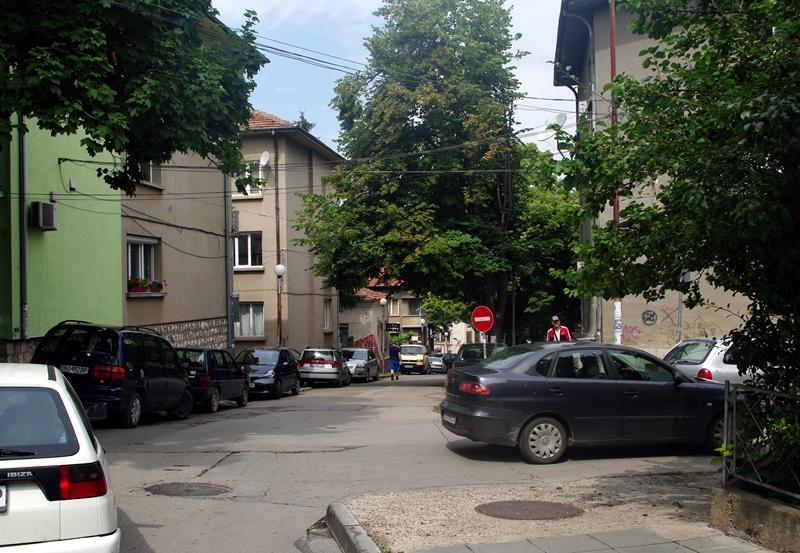 """Улица """"Катя Попова"""" – или кой и както си иска паркира на 20 метра от РДВР-Плевен…"""