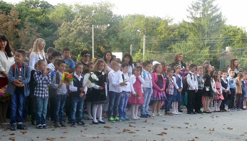 126 първокласници прекрачиха прага на училищата в община Левски