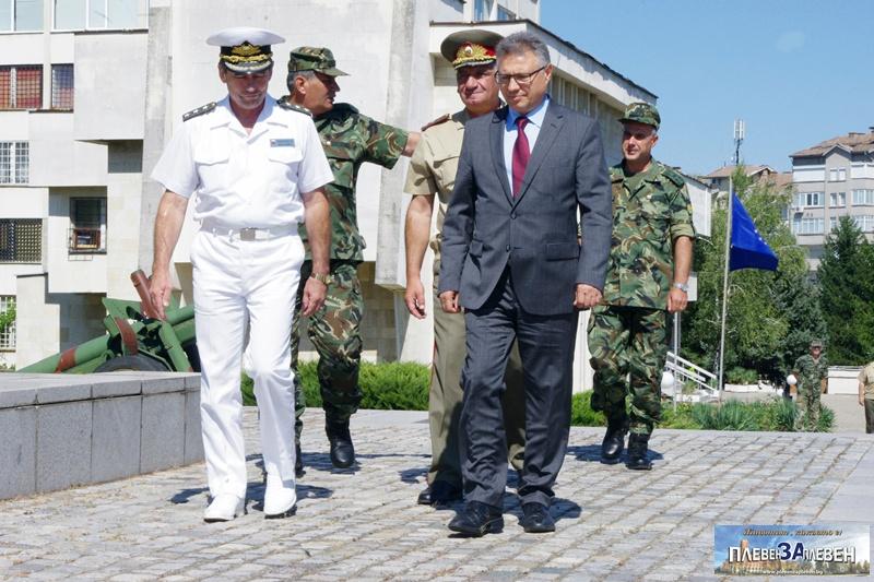 Модел, който да докаже, че има възможност за развитие на Военновъздушното ни училище, чака министър Шаламанов!
