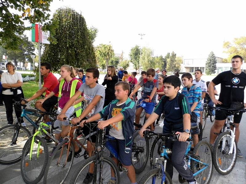 Колоездачи въртяха педали от Гулянци до Милковица