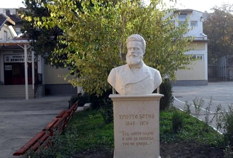 """Куп отличия грабнаха математиците от НУ """"Христо Ботев"""""""