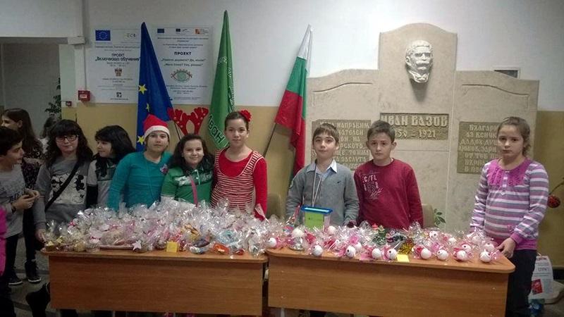 """Благотворителен коледен базар организираха малчугани от СОУ """"Иван Вазов"""""""