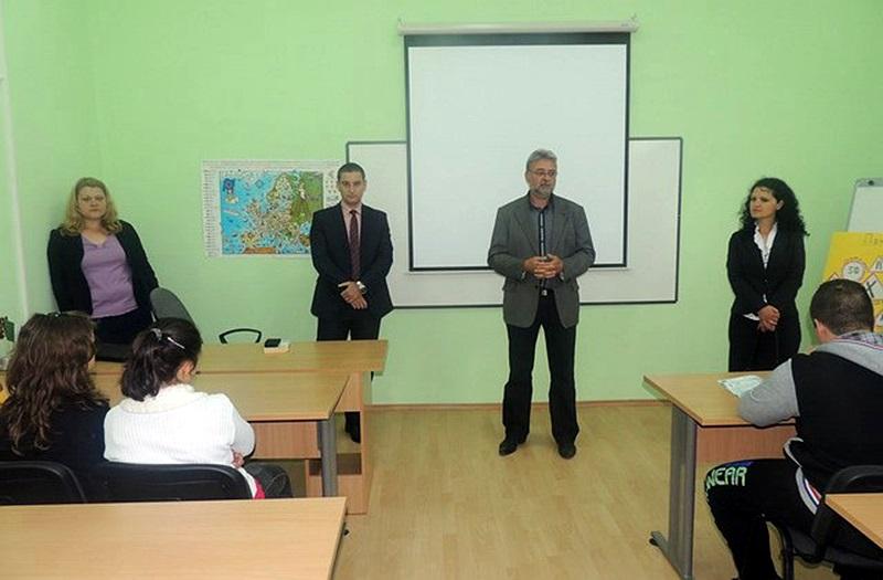 Районният прокурор Владимир Николов се срещна с ученици от Долни Дъбник